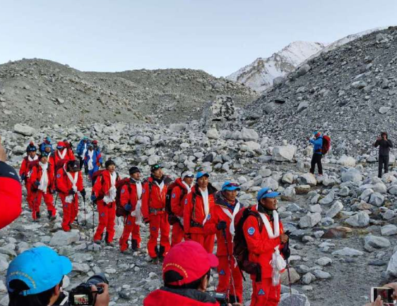 珠峰高程测量<font color=red>登山</font>队28日20时45分安全返回珠峰大本营