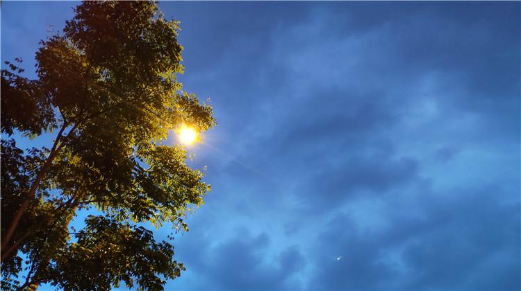 暴雨+雷电,四川多地发布预警信息