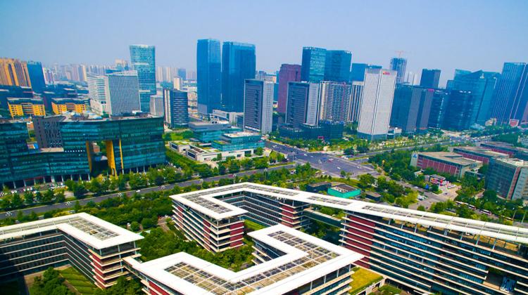 央媒联合专访范锐平:创新激发市场活力 开放拉动外贸逆势增长