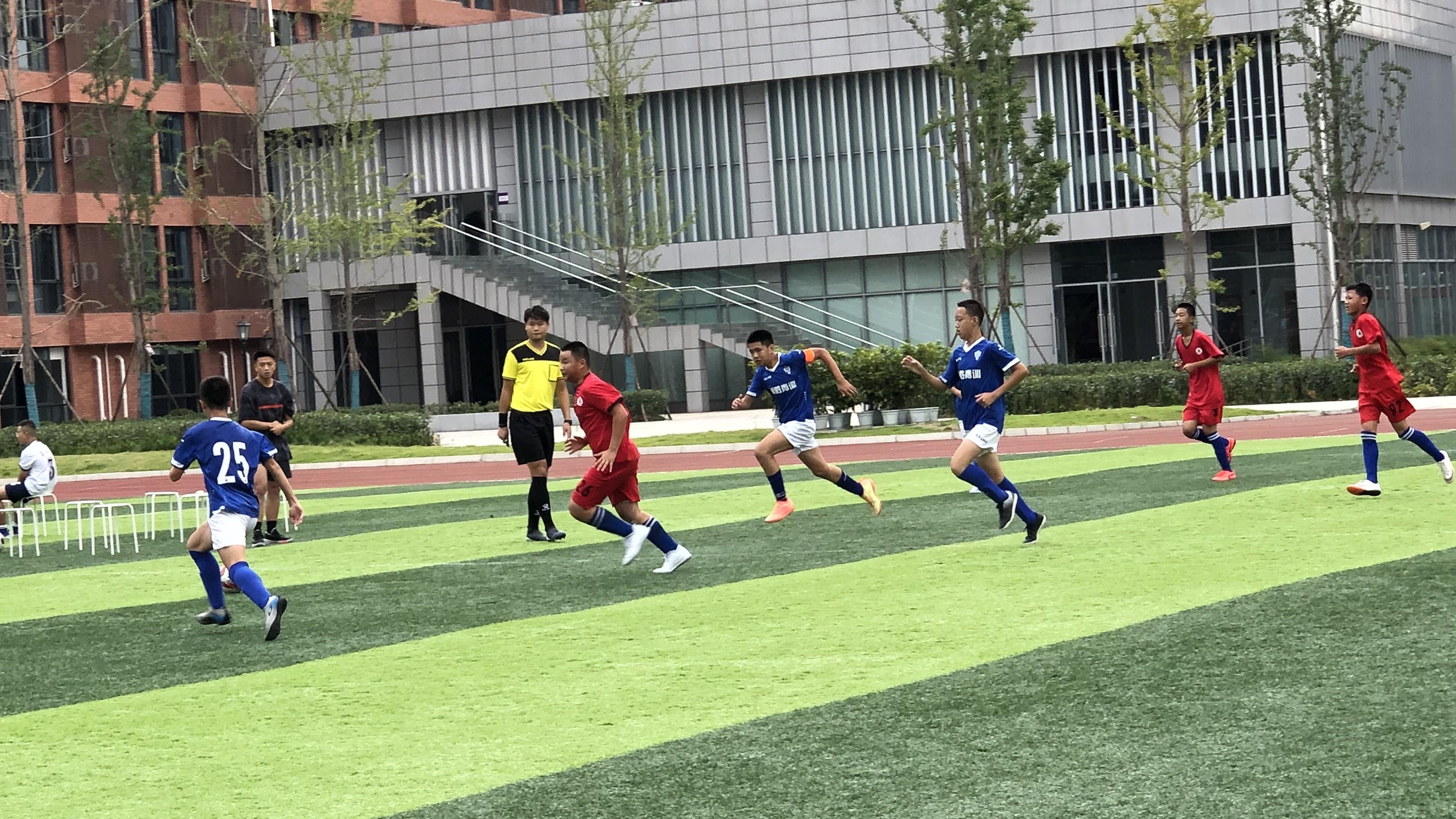 以赛促交流 武侯区中小学生足球赛开赛