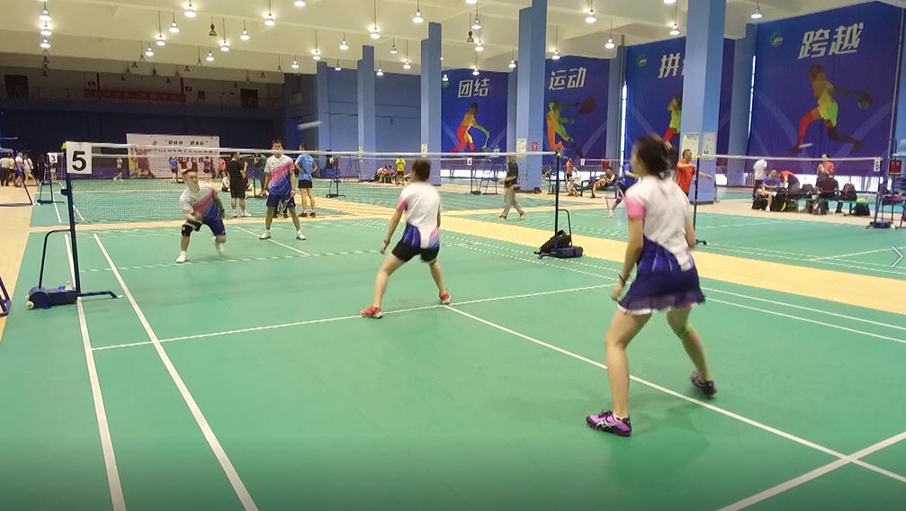 成华区社区运动节羽毛球比赛开赛