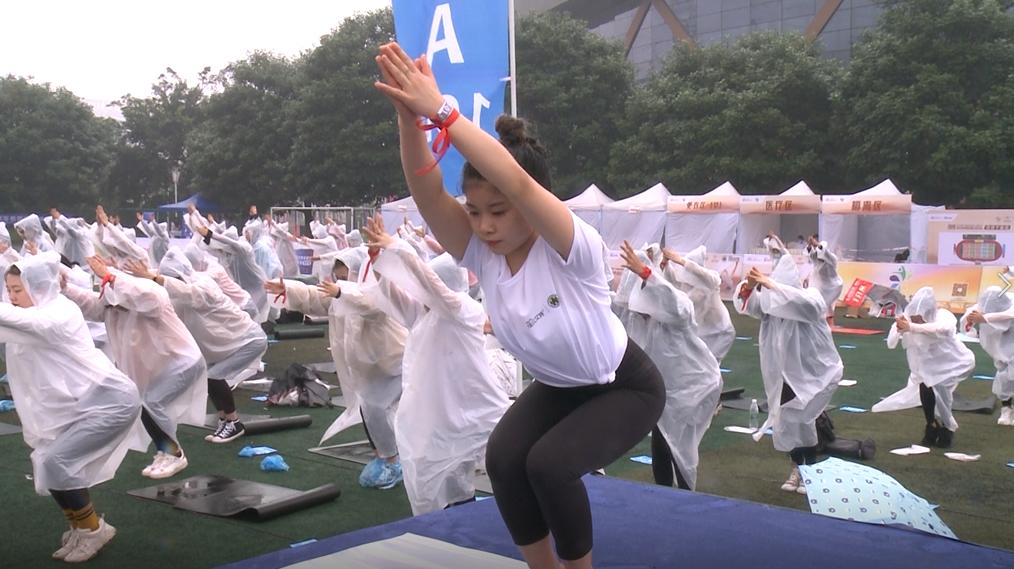 创大世界基尼斯纪录 川渝十万余人邀您来练瑜伽啦!