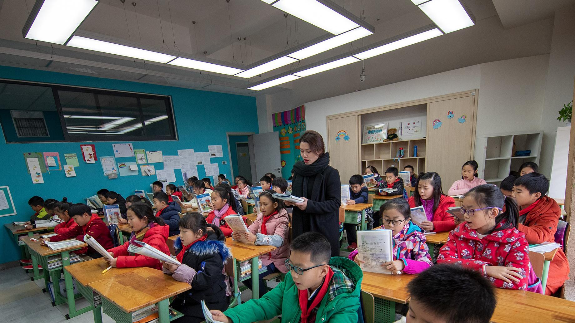 老师向学生科普性<font color=red>教育</font>引家长不满 网友们炸了!