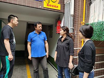 王子琦到成都高新区肖家河街道正街社区指导文明城市迎检工作
