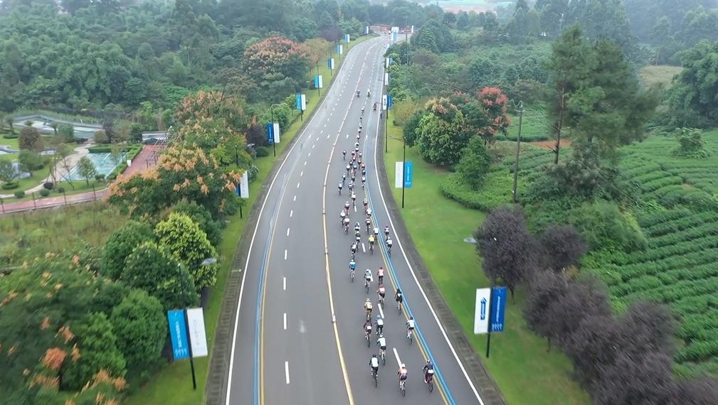 车迷健身节青蒲站公开赛首次畅骑石象湖景观大道