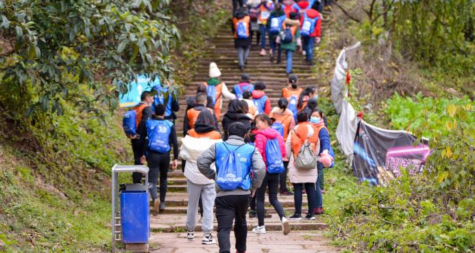 2100人齐聚龙泉山 2020年全国群众<font color=red>登山</font>健身大会(成都站)活力开赛