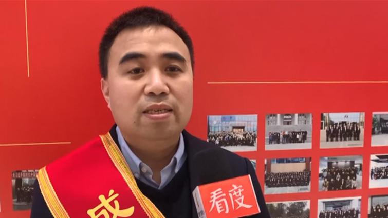 劳模故事⑦丨朱仲强:用轻巧的袋子托起生命的重量 用17年领跑行业