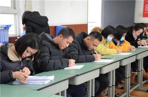 教师代表、学生代表的问卷调查和座谈照片2.jpg