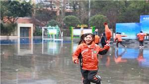 好嗨哟!双中实验校附小学子邂逅新年初雪