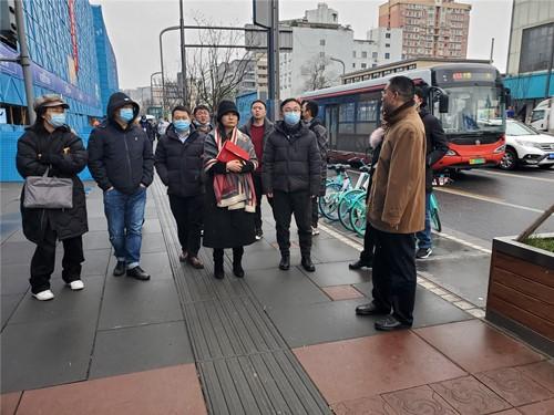 张艳带队考察成都高新区肖家河街道兴蓉社区一环路商铺业态转化工作