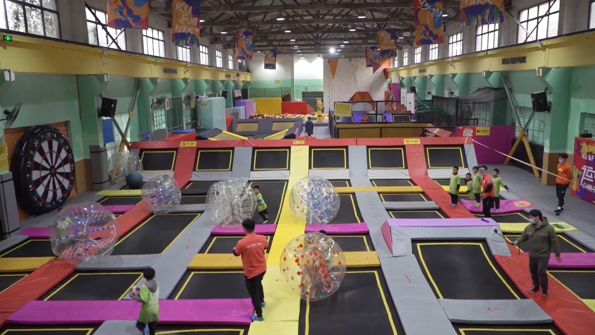 体验新潮体育运动 青少年主题营开营