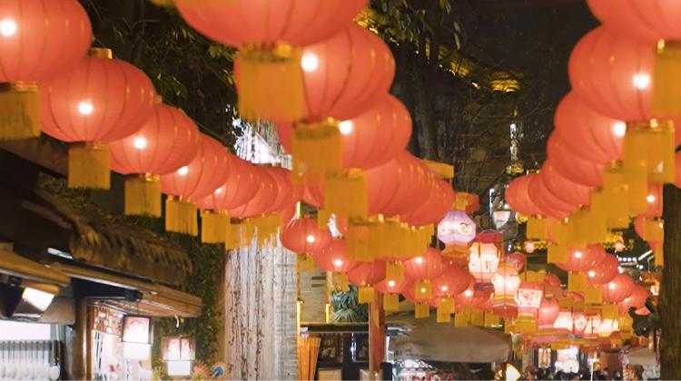 在成都过春节 看2021逐光而来