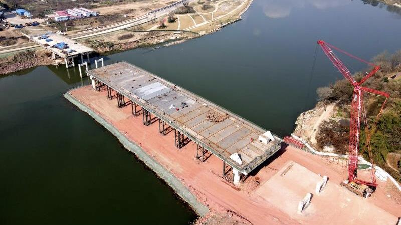 成都首座大跨度钢箱梁结构桥 预计明年实现全线贯通