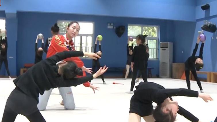 约会青春丨 专访深圳大运会艺术体操冠军伍梦燃