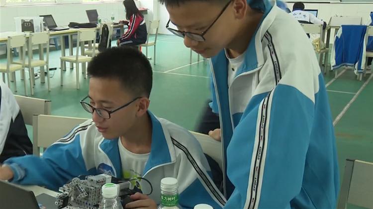 高科技人工智能 看看中小学生怎么玩