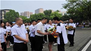 教师节庆祝大会,崇州市蜀城中学表彰166名优秀教职工