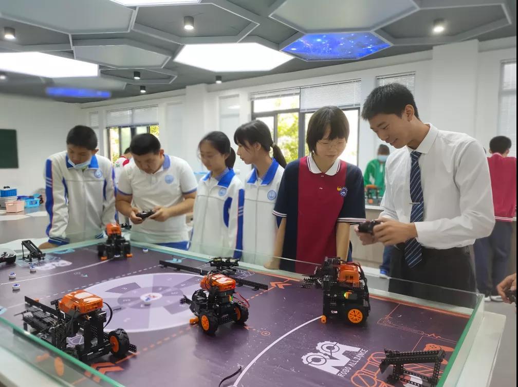 点赞!都江堰学生征战世界机器人大赛获大奖