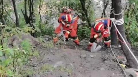 雅安天全因暴雨诱发山洪灾害 消防救援力量全力打通生命通道