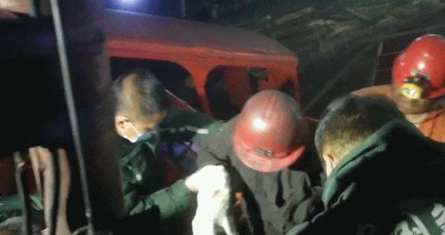 黑龍江七臺河鹿山煤礦礦震第一名被困人員升井